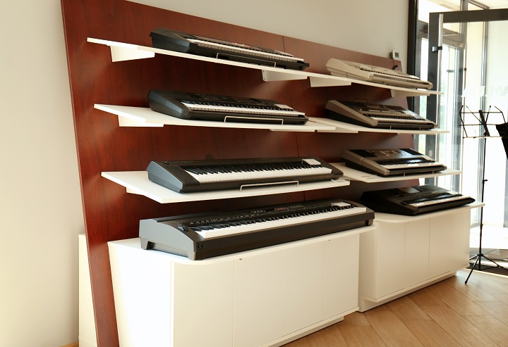 Digital pianos on shelves