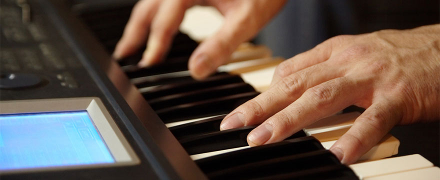 Is a keyboard good enough to learn piano blues?